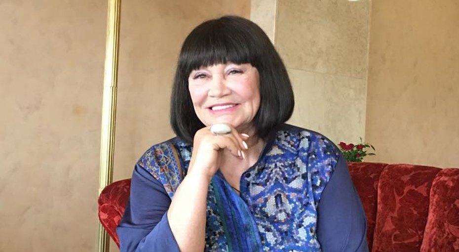 «Очень набабушку похож»: 80-летняя Лариса Лужина выложила фото смладшим внуком