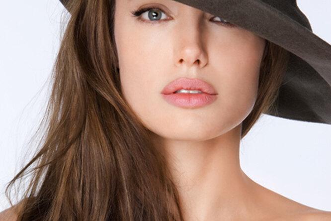 Зачем Анджелина Джоли сделала это?
