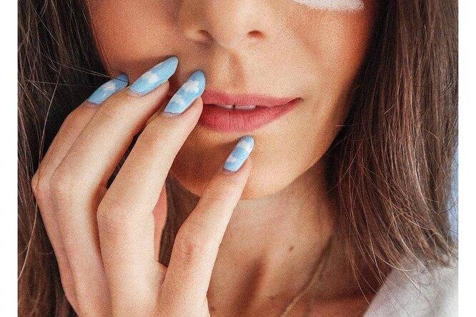 Жидкое золото иоттенки дождя: 10 идей длядизайна ногтей наосень изиму