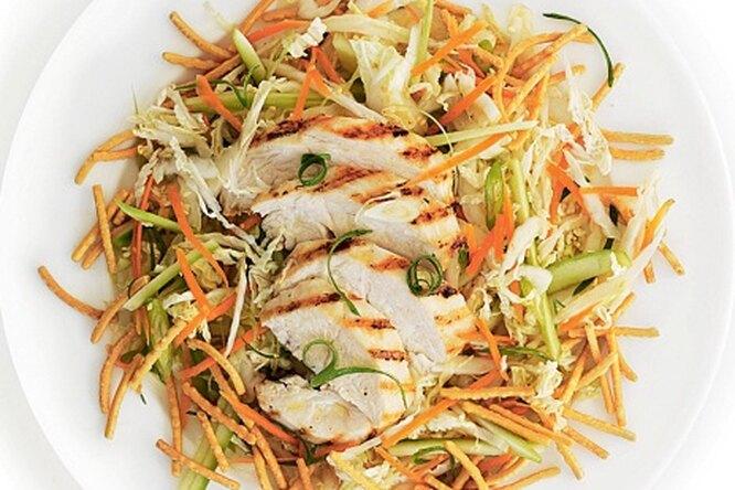 Салат с курицей-гриль в азиатском стиле