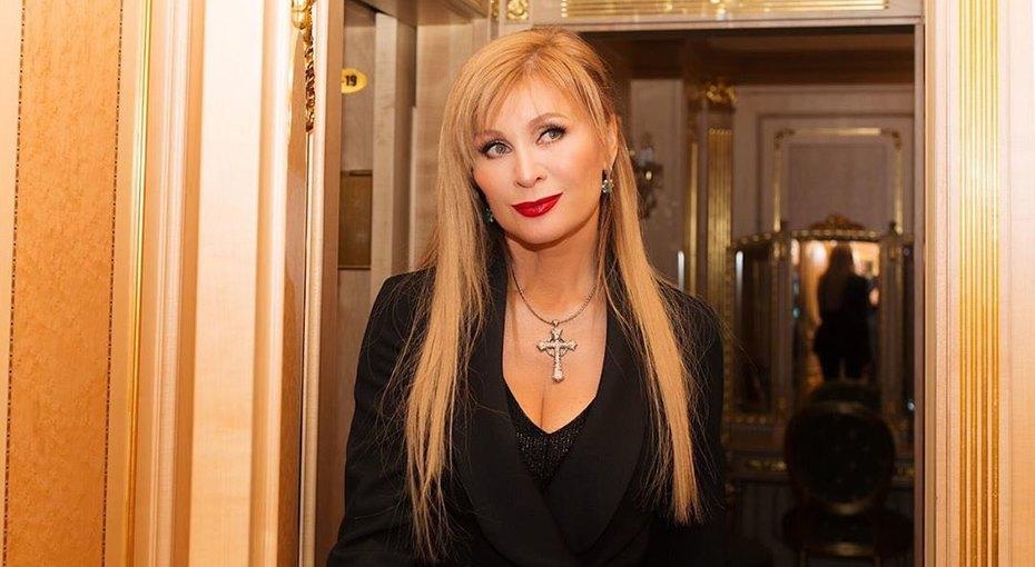 «Умная истильная»: 56-летняя Вика Цыганова восхитила поклонников архивным фото