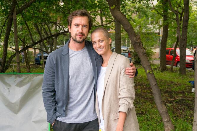 Актеры Полина Максимова и Егор Корешков начали встречаться во время съемок сериала