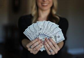 Владельцы магазина вернули женщине миллион долларов, о котором она не знала