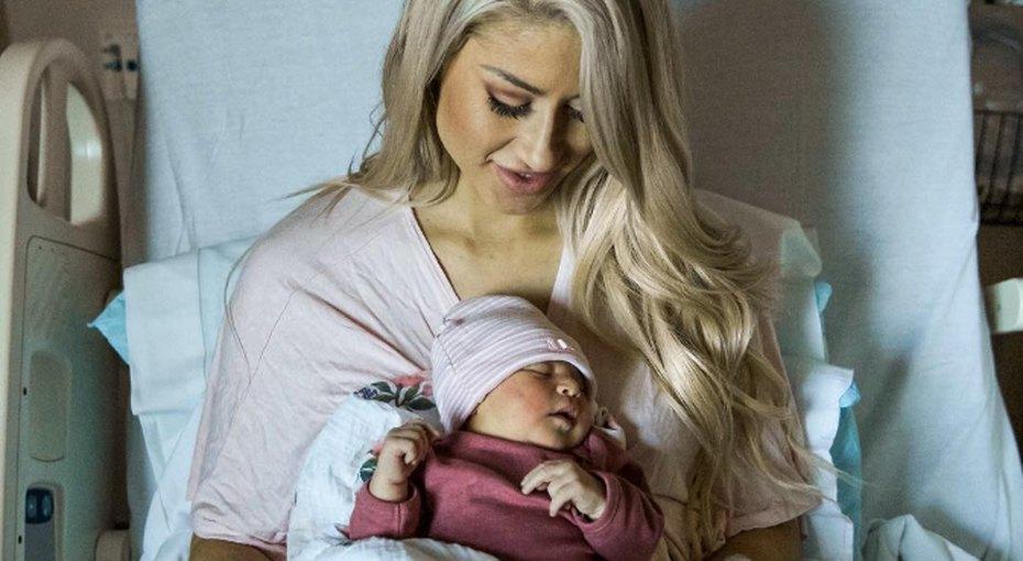 Фитнес-блогер показала фото своего живота черезмесяц после родов. Итам неткубиков пресса