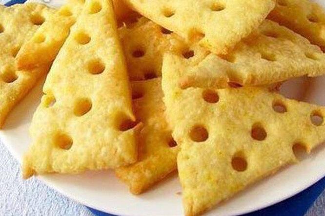 Сырные крекеры - хрустящее домашнее печенье