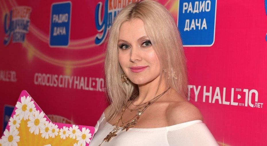 «Бесконечные икороткие ноги»: певица Наталья Рудина показала «магию фото»
