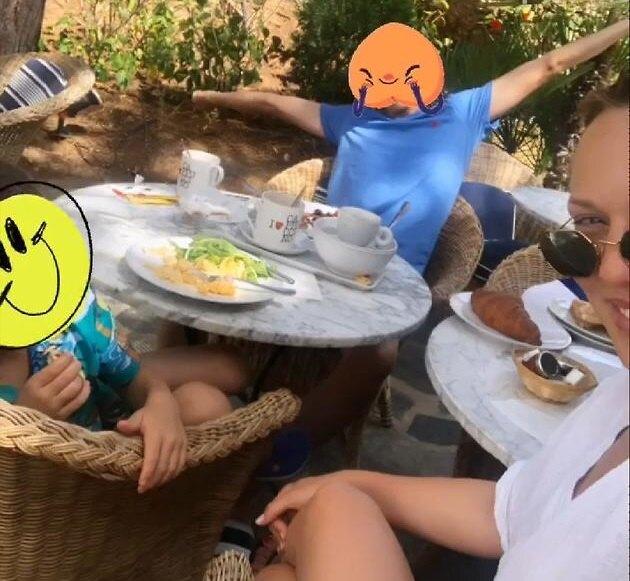 Альбина Джанабаева с сыновьями