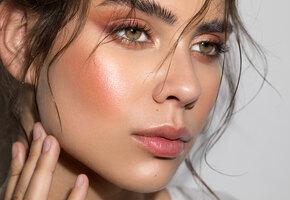 Не течет и не размазывается: 7 лайфхаков стойкого летнего макияжа от визажиста