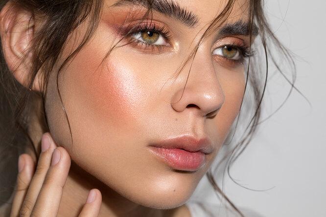 Не течет ине размазывается: 7 лайфхаков стойкого летнего макияжа отвизажиста