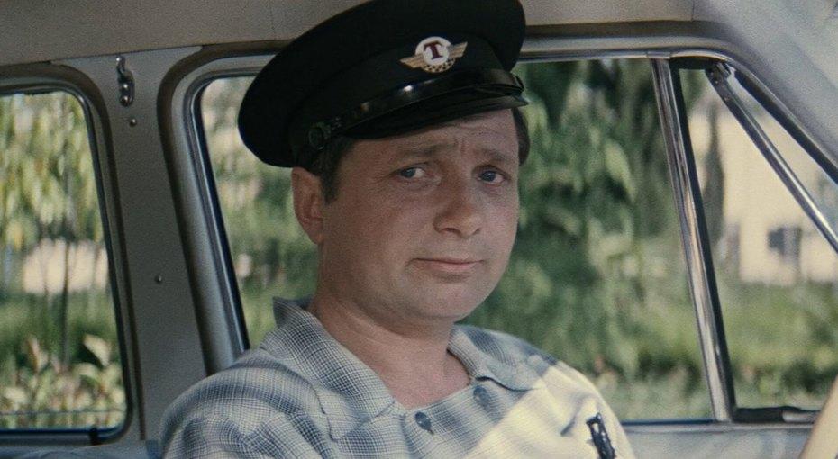 Военный летчик, киношный водитель. Судьба Владимира Гуляева
