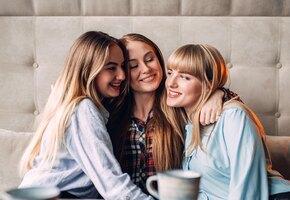 Три девушки обнаружили, что встречаются с одним парнем. Вот что было дальше