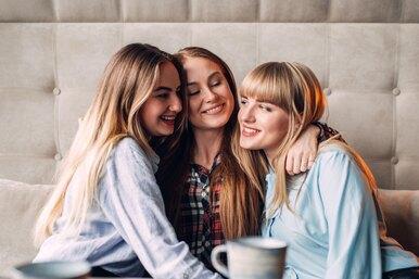 Три девушки обнаружили, что встречаются содним парнем. Вот что было дальше
