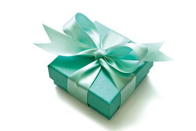 Как завязать подарочный бант изленты встиле Тиффани