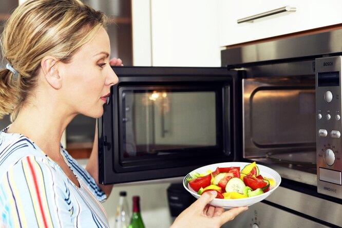 Не делайте так! 10 главных ошибок прииспользовании микроволновки