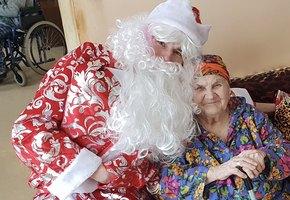 Фонд «Старость в радость» начал новогодний сбор подарков для одиноких пожилых людей