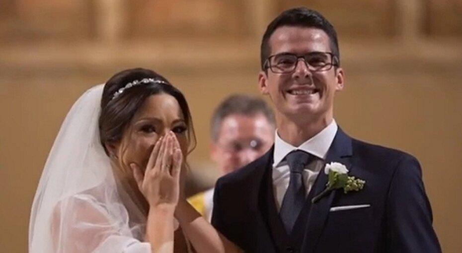 Жених приготовил невесте, работающей сособенными детьми, неожиданный подарок. Она немогла сдержать слез!