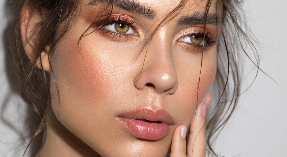 9 лайфхаков длялетнего макияжа