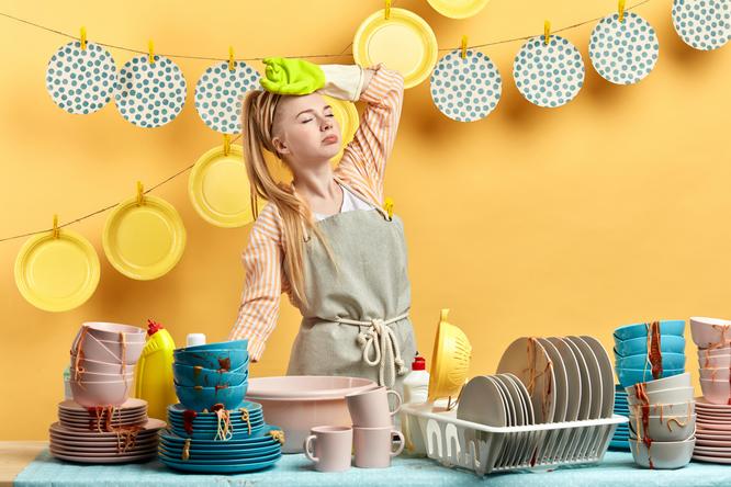 грязная посуда, немытая посуда, гора посуды, приколы на свадьбе