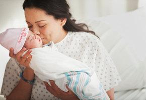 Женщина родила долгожданного ребенка, «удочерив» эмбрион