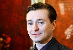 «Какой классный монолог у Степы!» Сергей Безруков с 1,5-годовалым сыном сняли видео про Изоизоляцию