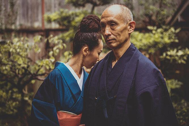 Японцы, мужчина и женщина Япония