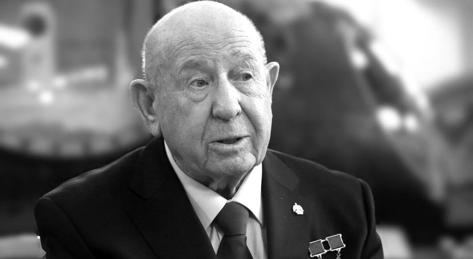 Умер космонавт Алексей Леонов. Он первым вистории вышел воткрытый космос