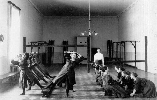 Воспитанницы Смольного института, 1913 год.