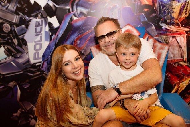 «Теплые, родные, настоящие»: Наталья Подольская показала редкий кадр со всей семьей