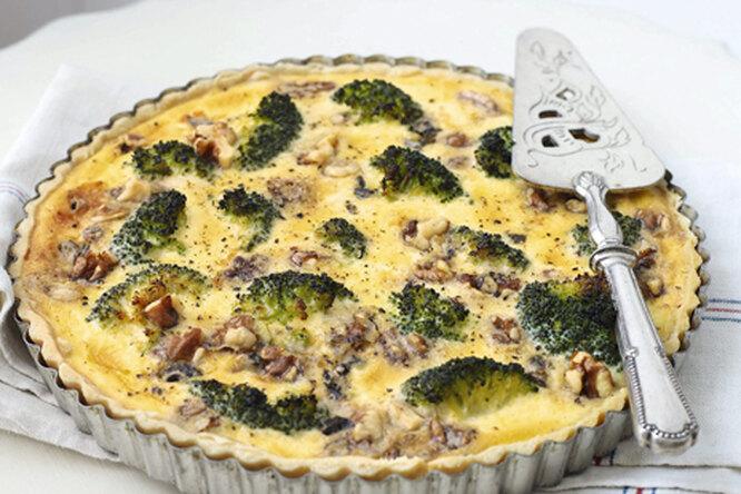 Киш с брокколи, горгонзолой и грецкими орехами