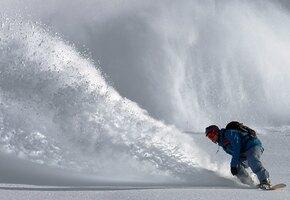 Сноубордист провалился под снег с головой. Его спасла одна маленькая деталь