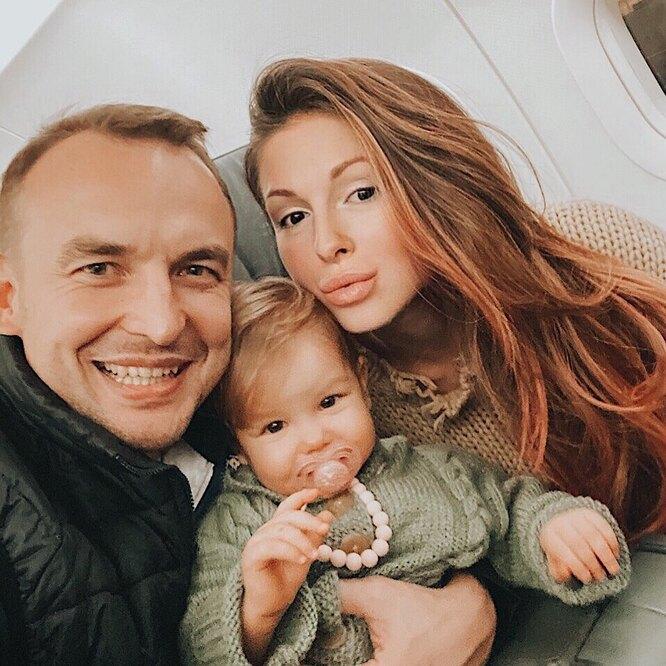 Нюша и Игорь Сивов с дочерью