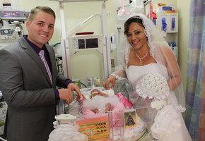 Ребенок родился раньше срока и стал гостем на свадьбе родителей