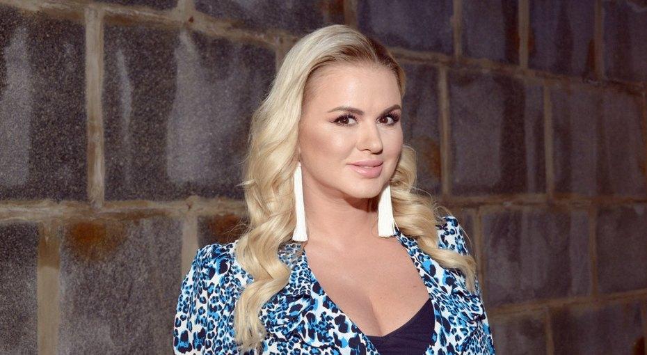 «Слушайте себя иничего небойтесь»: Анна Семенович рассказала оразрушительных отношениях смужчиной