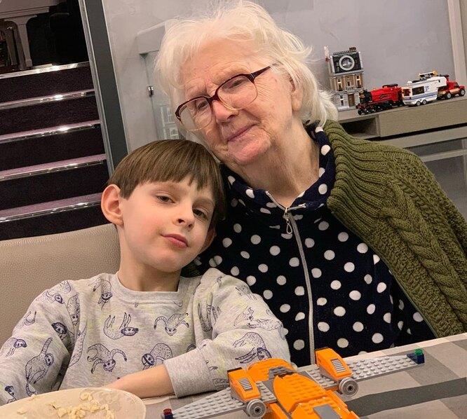 Надежда Георгиевна с правнуком Иваном фото