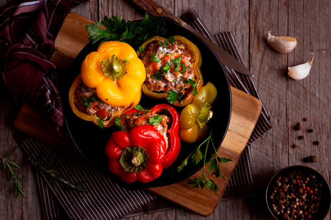 Рецепты звезд: как Яна Поплавская готовит фаршированные перцы