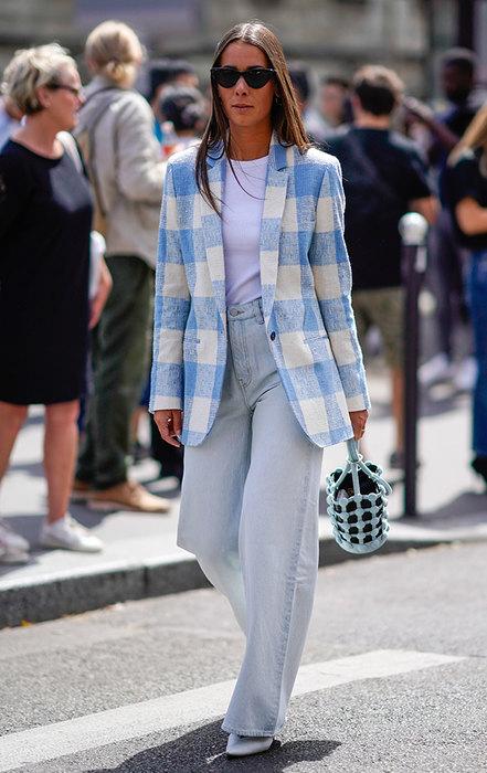 девушка в пиджаке и брюках
