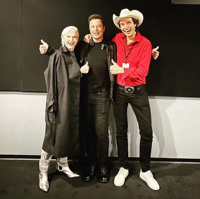 Илон Маск с матерью Мэй и братом Кимбалом