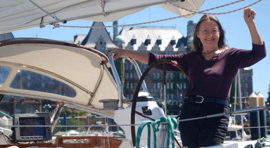 77-летняя женщина совершила кругосветное плавание водиночку за330 дней