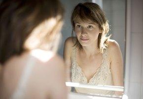 Молода и прекрасна: 8 вечерних привычек, которые помогают сохранить молодость кожи