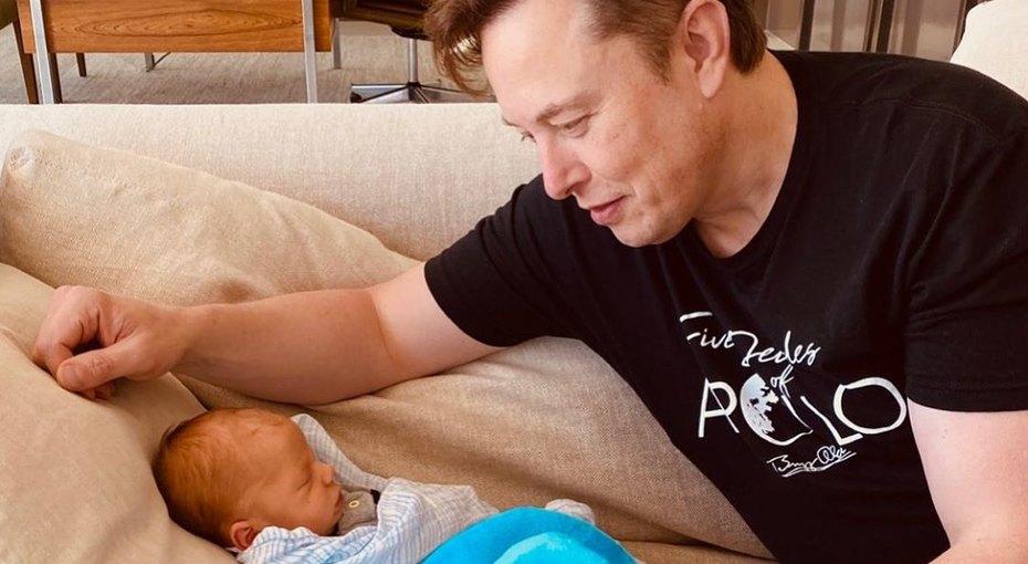 «Где он находит время?» Поклонников Илона Маска восхитило его видео с1,5-месячным сыном