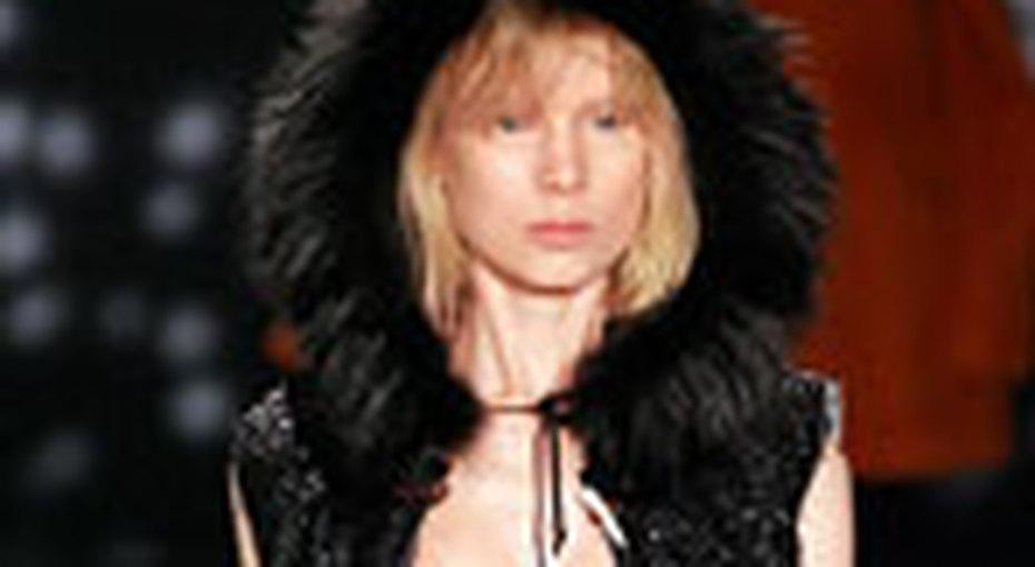 Безупречное сочетание: черное платье