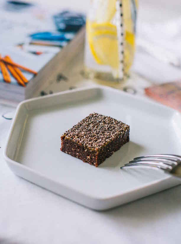 Десерт шоколадные батончики с чиа без сахара и муки