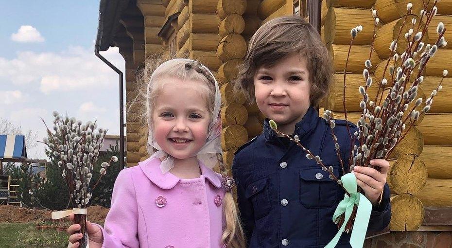 «Рисовали напленэре»: Максим Галкин показал новый талант близнецов. Видео