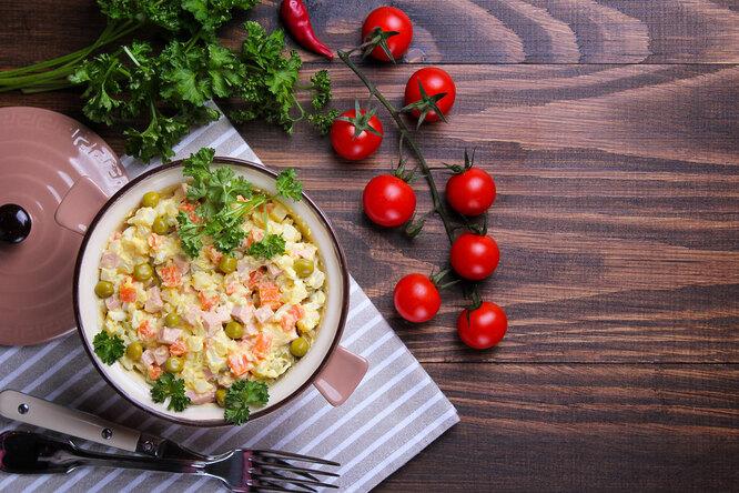 Готовим по-новому: 3 интересных варианта салата «Оливье»