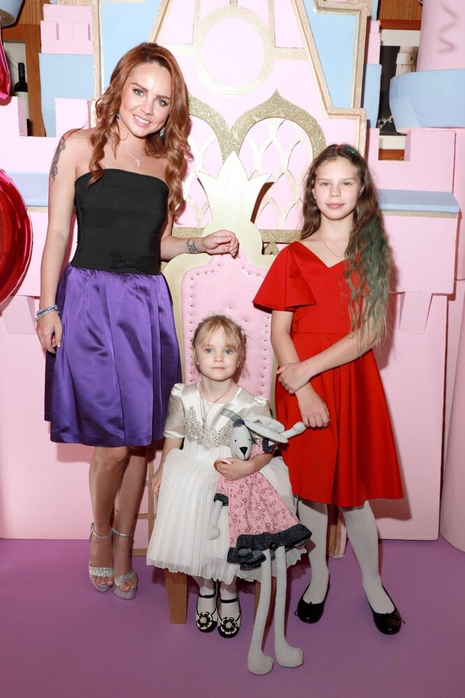 МакSим с дочками
