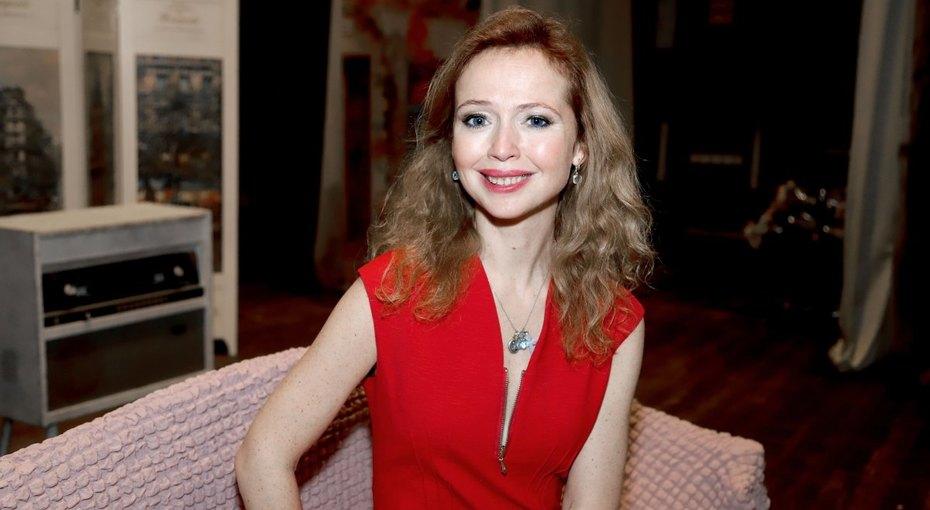 «Счастливая икрасивая»: 43-летняя Елена Захарова выложила соблазнительное фото