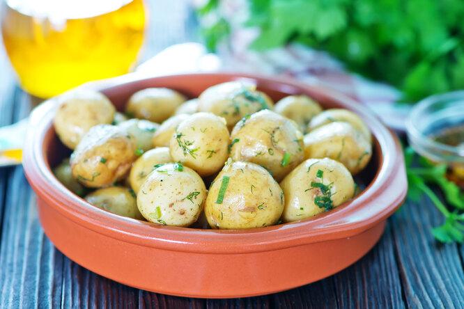 Молодая картошка с укропом