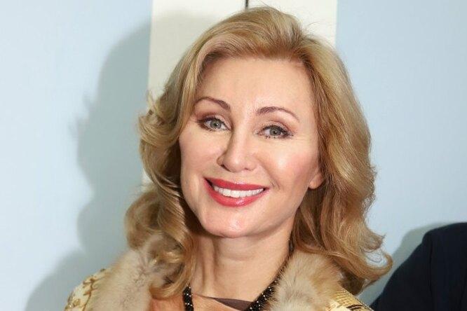 «На фоне моря вы — Мадонна»: 56-летняя Вика Цыганова поделилась новым снимком изотпуска