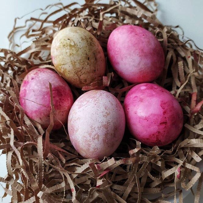 яйца, окрашенные свеклой