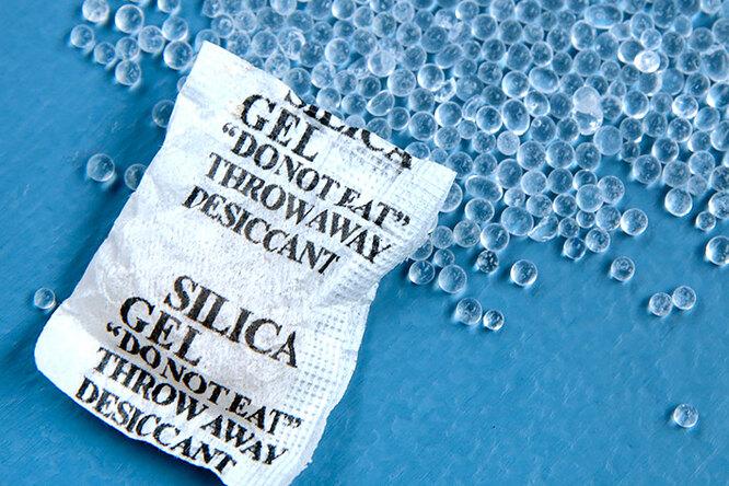 Не выбрасывайте пакетики сгелевыми шариками, которые кладут вобувную коробку!